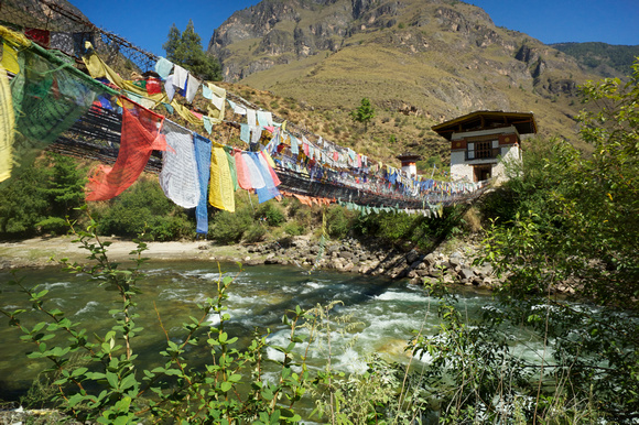 L1001214 Tamchhog Lhakhang Bridge Over the Paro River, Bhutan